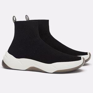🥾NWT ZARA Black Elastic Fabric Athletic Shoes 🥾